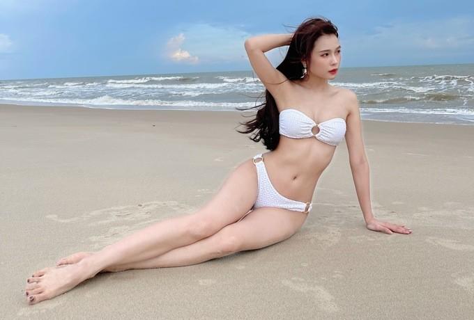 Sam hiếm hoi diện bikini khoe dáng quyến rũ  - ảnh 3