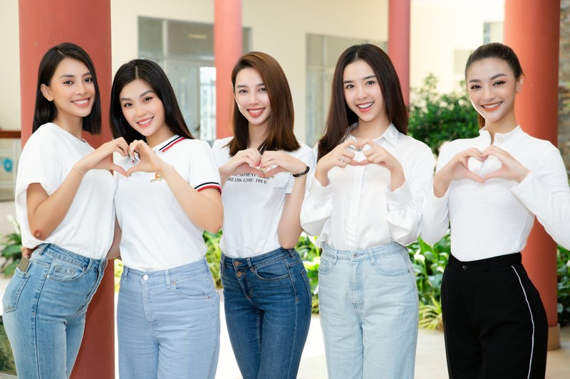 Dàn Hoa, Á hậu thanh lý quần áo ủng hộ Quỹ vaccine phòng COVID-19 - ảnh 2