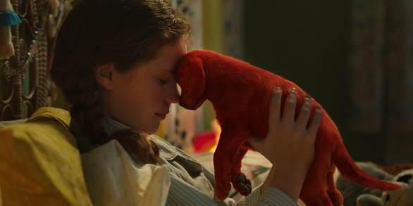 Phim về chú chó đỏ khổng lồ nổi tiếng thế giới tung trailer đáng yêu  - ảnh 1