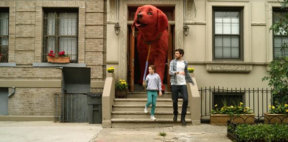 Phim về chú chó đỏ khổng lồ nổi tiếng thế giới tung trailer đáng yêu  - ảnh 2