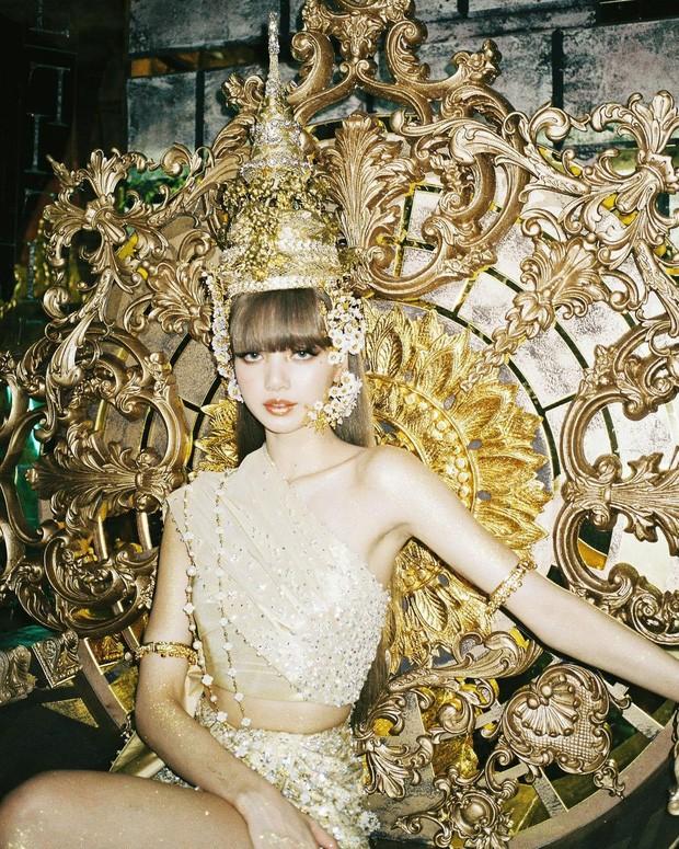 Thùy Tiên tung clip nói tiếng Thái, fan bấn loạn với tạo hình Thái theo Lisa - ảnh 4