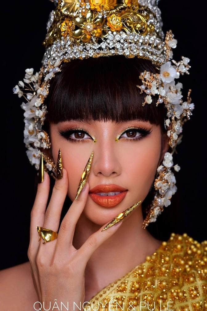Thùy Tiên tung clip nói tiếng Thái, fan bấn loạn với tạo hình Thái theo Lisa - ảnh 1
