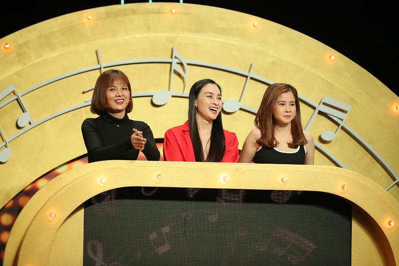 Đinh Kiến Phong bị cua kẹp khi chơi game show 'Đại chiến âm nhạc' - ảnh 1