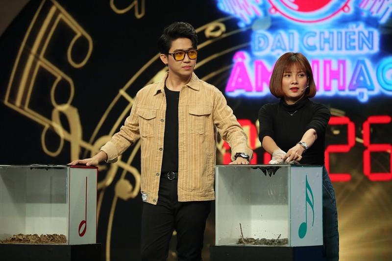 Đinh Kiến Phong bị cua kẹp khi chơi game show 'Đại chiến âm nhạc' - ảnh 3