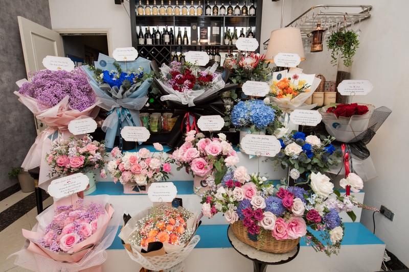 Sinh nhật ngập hoa được chở bằng siêu xe của Hoa hậu Đỗ Mỹ Linh - ảnh 1