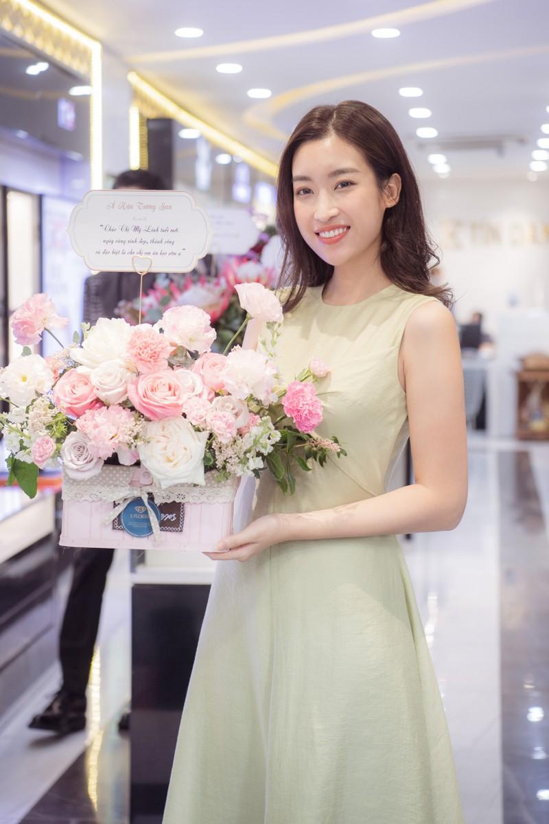 Sinh nhật ngập hoa được chở bằng siêu xe của Hoa hậu Đỗ Mỹ Linh - ảnh 5
