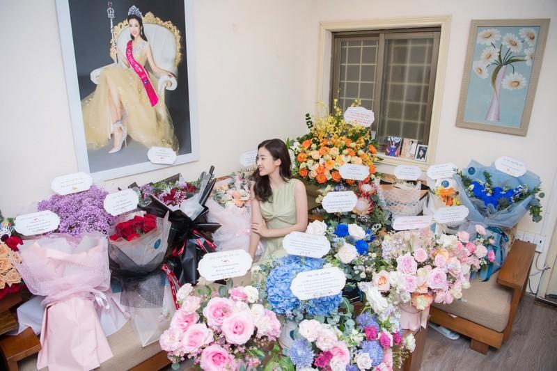 Sinh nhật ngập hoa được chở bằng siêu xe của Hoa hậu Đỗ Mỹ Linh - ảnh 2