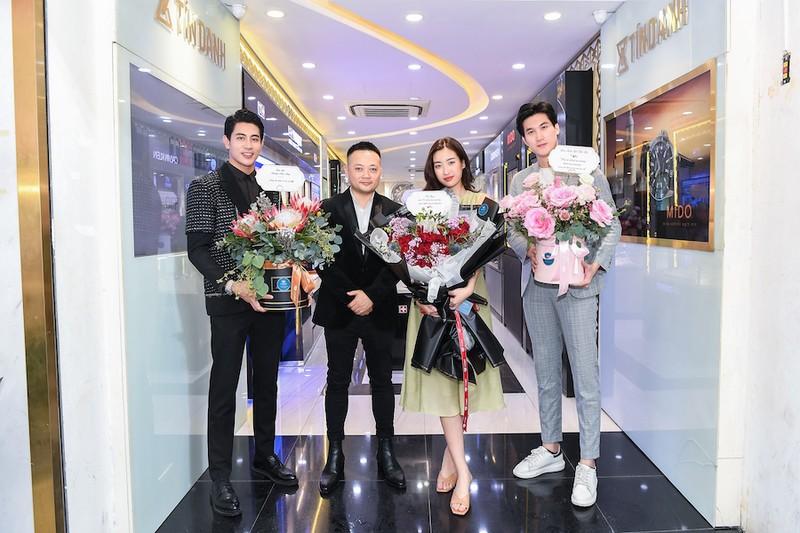 Sinh nhật ngập hoa được chở bằng siêu xe của Hoa hậu Đỗ Mỹ Linh - ảnh 3