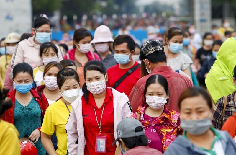 Giờ tan tầm đông nghẹt của hàng ngàn công nhân Pouyuen - ảnh 11