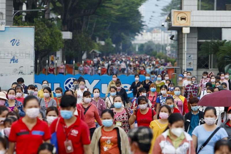 Giờ tan tầm đông nghẹt của hàng ngàn công nhân Pouyuen - ảnh 2