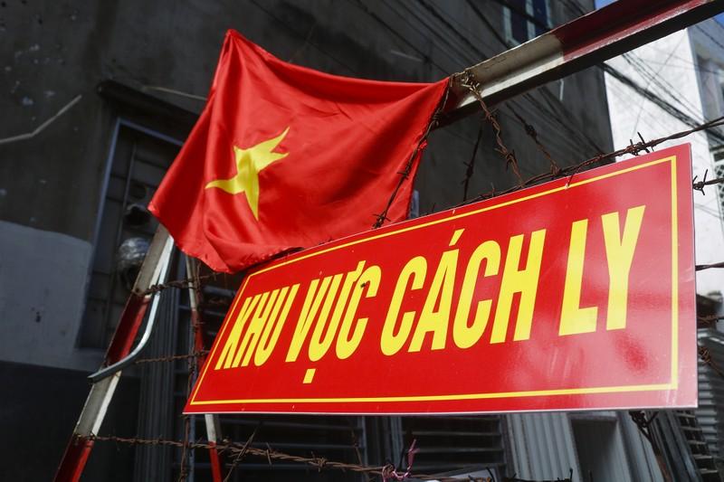 Người lao động hẻm Nguyễn Văn Công phất cờ mừng gỡ phong tỏa - ảnh 12