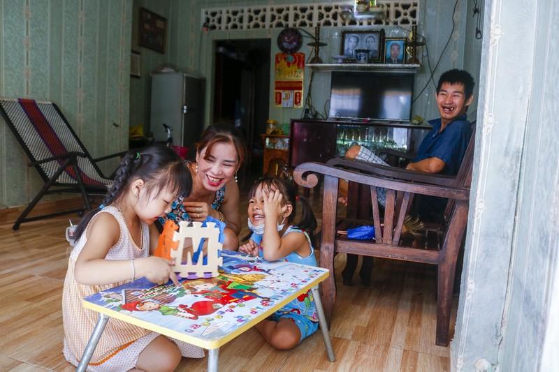 Người lao động hẻm Nguyễn Văn Công phất cờ mừng gỡ phong tỏa - ảnh 8