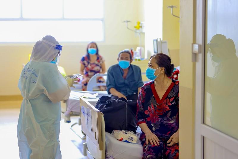 17 bệnh nhân mắc COVID-19  trở về từ tay tử thần - ảnh 1