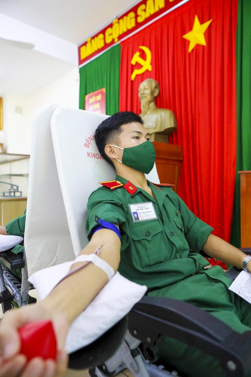 Hàng trăm đơn vị máu tiếp sức giữa tâm dịch COVID-19 - ảnh 9