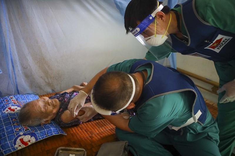 TPHCM: Thăm khám, tiêm vaccine tại nhà cho phụ nữ mang thai, người cao tuổi - ảnh 13