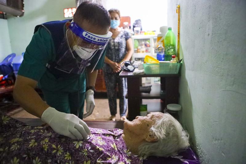 TPHCM: Thăm khám, tiêm vaccine tại nhà cho phụ nữ mang thai, người cao tuổi - ảnh 9