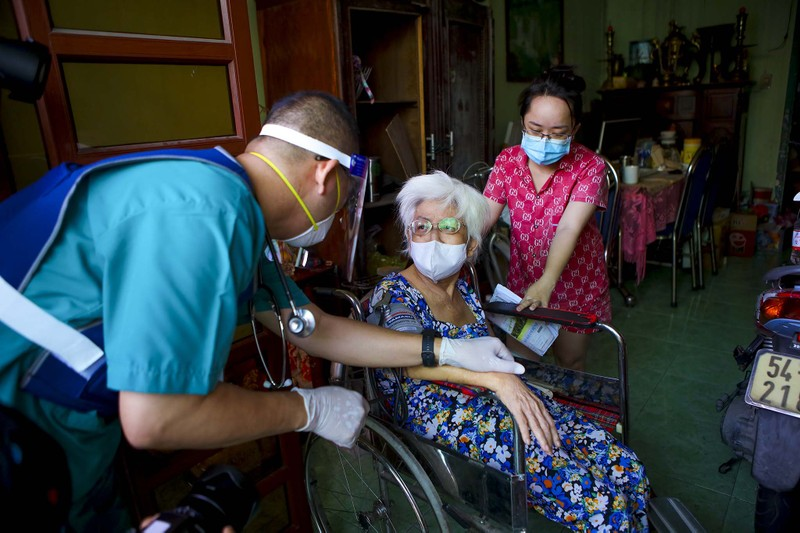 TPHCM: Thăm khám, tiêm vaccine tại nhà cho phụ nữ mang thai, người cao tuổi - ảnh 12
