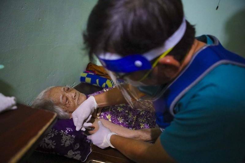 TPHCM: Thăm khám, tiêm vaccine tại nhà cho phụ nữ mang thai, người cao tuổi - ảnh 11