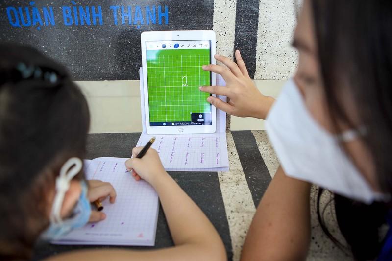 TP.HCM: Lớp học không bàn ghế, không bảng viết giữa mùa dịch - ảnh 10