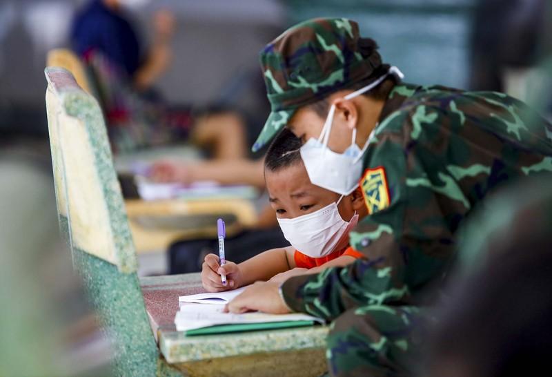 TP.HCM: Lớp học không bàn ghế, không bảng viết giữa mùa dịch - ảnh 8