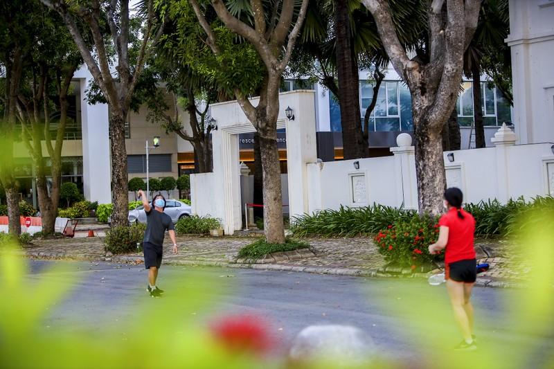 Quận 7: Người dân đi tập thể dục bằng phiếu  - ảnh 10