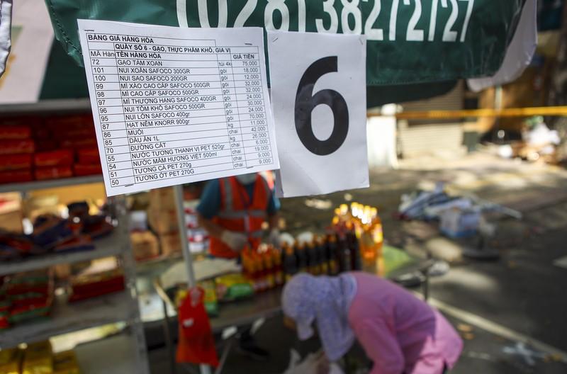 Quận 5: Người dân hồ hởi đi chợ dã chiến - ảnh 11