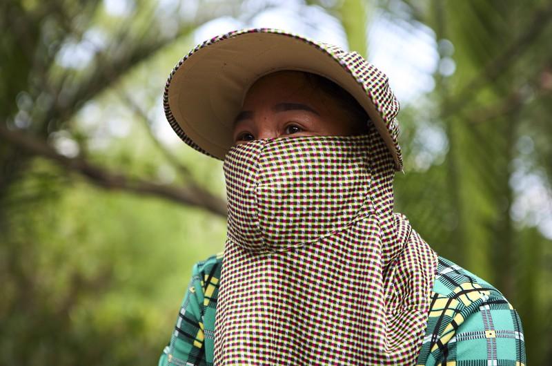 Kẹt lại ở TP.HCM do dịch COVID-19, người dân miền Tây bắt cá mưu sinh - ảnh 13