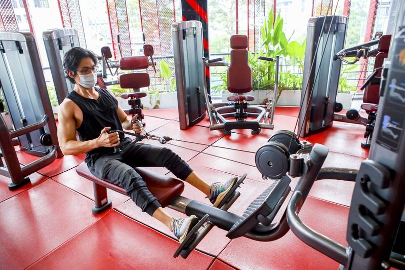 TP.HCM: Phòng gym, tiệm sửa xe, tiệm hớt tóc nhộn nhịp sau Chỉ thị 18  - ảnh 4