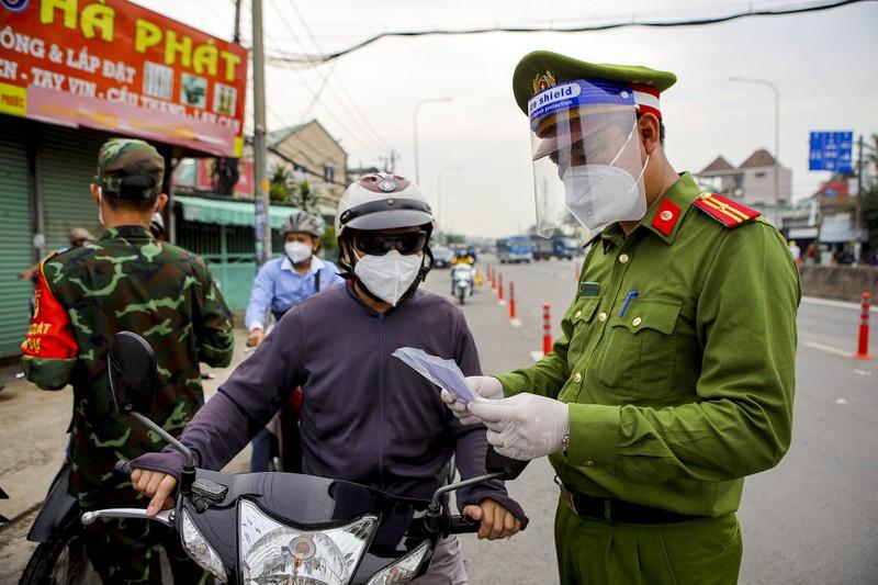 Chùm ảnh: Ngày đầu tiên người lao động lưu thông 4 tỉnh giáp ranh TP.HCM - ảnh 2