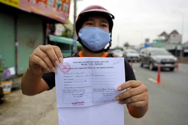 Chùm ảnh: Ngày đầu tiên người lao động lưu thông 4 tỉnh giáp ranh TP.HCM - ảnh 4