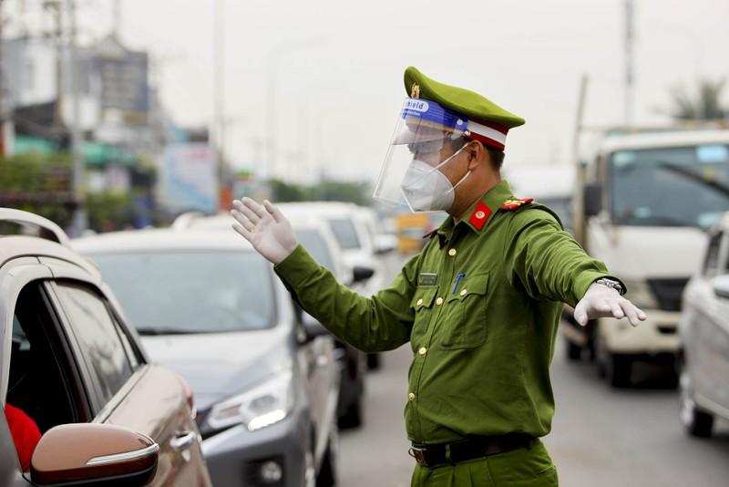 Chùm ảnh: Ngày đầu tiên người lao động lưu thông 4 tỉnh giáp ranh TP.HCM - ảnh 6