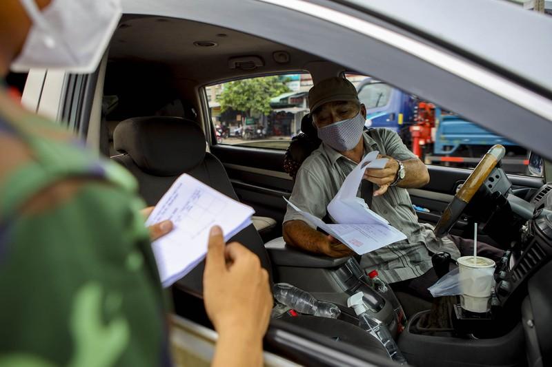 Chùm ảnh: Ngày đầu tiên người lao động lưu thông 4 tỉnh giáp ranh TP.HCM - ảnh 7