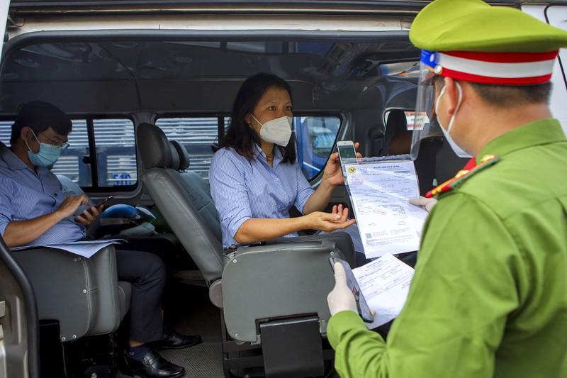 Chùm ảnh: Ngày đầu tiên người lao động lưu thông 4 tỉnh giáp ranh TP.HCM - ảnh 9