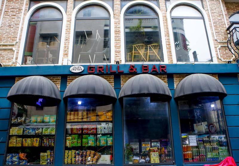 Phố Tây Bùi Viện: Nhân viên quán bar, vũ trường chuyển sang bán rau củ - ảnh 9