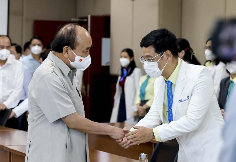 Chủ tịch nước thăm, tặng quà cho bệnh nhi tại Bệnh viện Nhi đồng TP.HCM  - ảnh 7