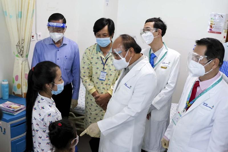 Chủ tịch nước thăm, tặng quà cho bệnh nhi tại Bệnh viện Nhi đồng TP.HCM  - ảnh 5