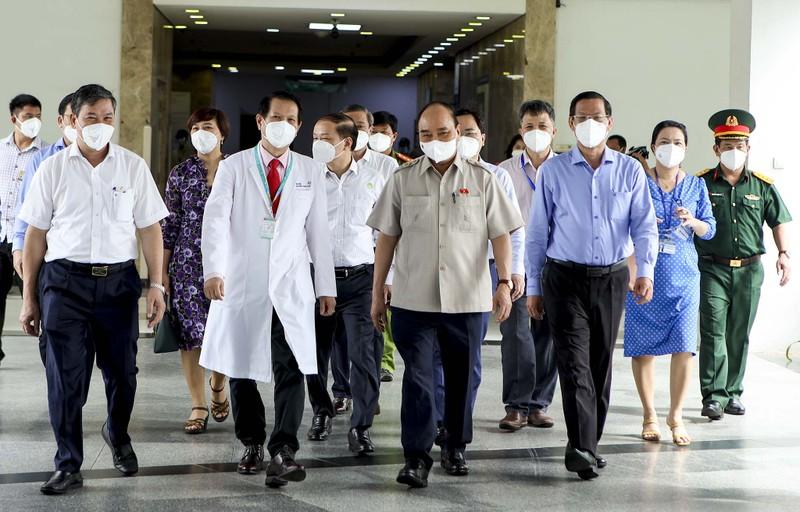 Chủ tịch nước thăm, tặng quà cho bệnh nhi tại Bệnh viện Nhi đồng TP.HCM  - ảnh 2