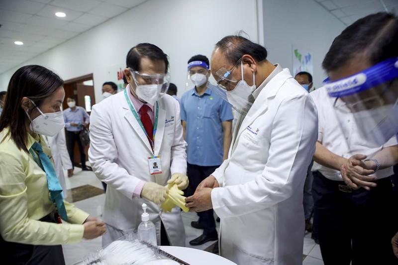 Chủ tịch nước thăm, tặng quà cho bệnh nhi tại Bệnh viện Nhi đồng TP.HCM  - ảnh 3