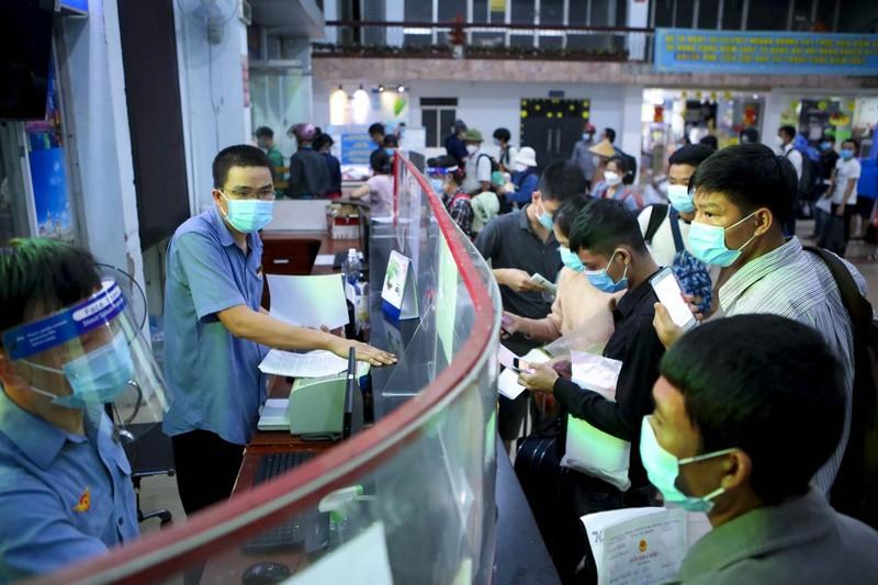 Không đủ điều kiện phòng dịch, nhiều hành khách lỡ hẹn chuyến tàu hồi hương - ảnh 5