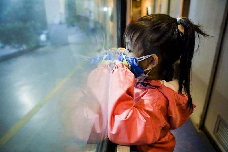 Không đủ điều kiện phòng dịch, nhiều hành khách lỡ hẹn chuyến tàu hồi hương - ảnh 10