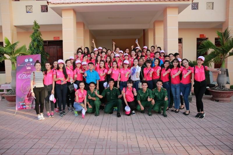 Nữ sinh viên Việt Nam khoe sắc, trổ tài bên chiến sĩ bộ đội biên phòng - ảnh 5