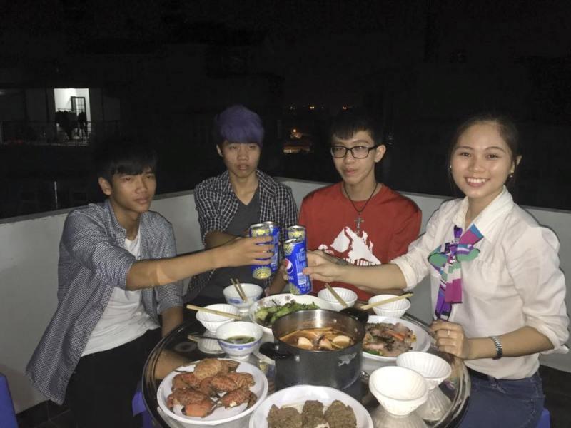 Hoa khôi Phương Thảo dùng bữa với người lạ - ảnh 2