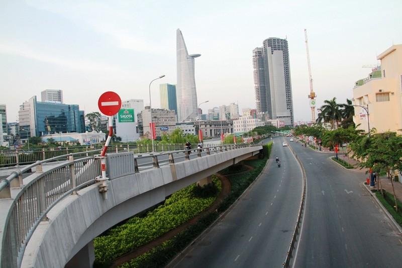 Phố Sài Gòn lãng mạn ngày đầu năm - ảnh 21