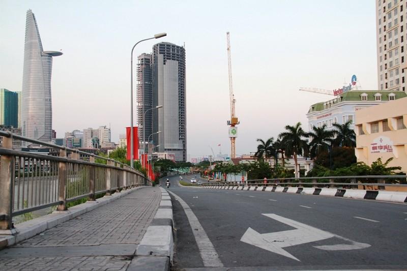 Phố Sài Gòn lãng mạn ngày đầu năm - ảnh 23