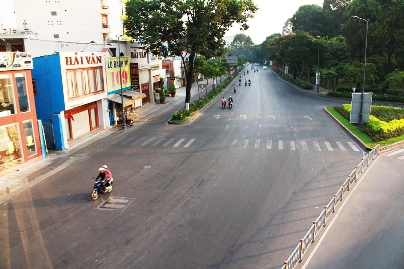 Phố Sài Gòn lãng mạn ngày đầu năm - ảnh 10