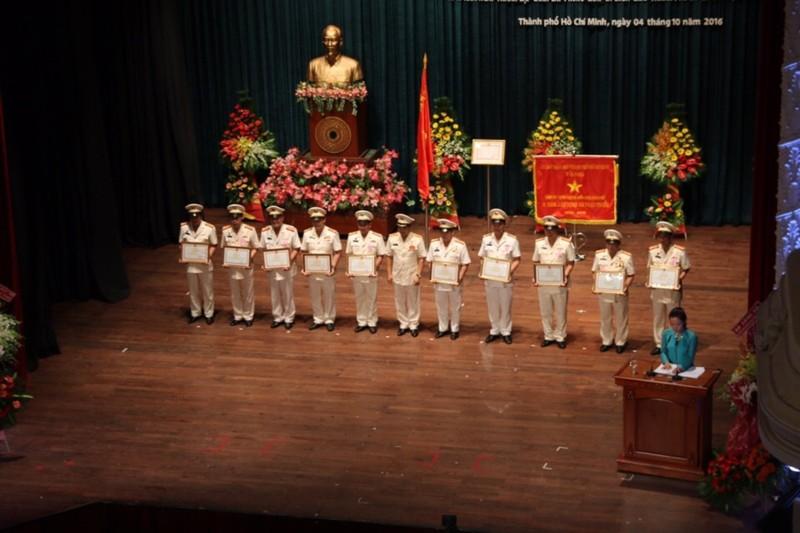 Cảnh sát PCCC TP.HCM nhận huân chương Bảo vệ Tổ quốc  - ảnh 5