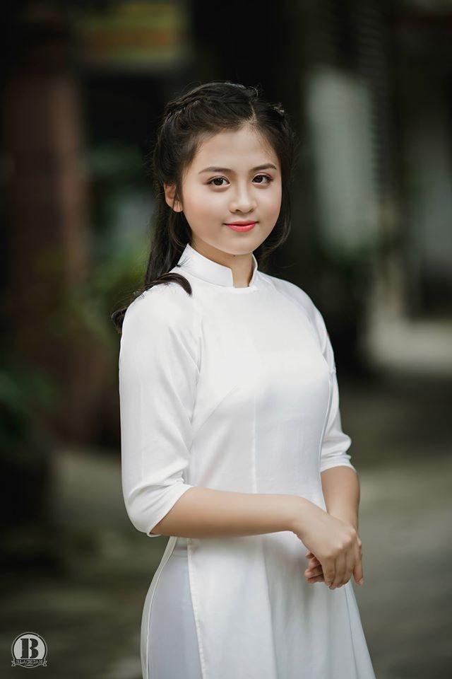 Nữ sinh Quốc học Vinh cực xinh trong tà áo trắng - ảnh 3