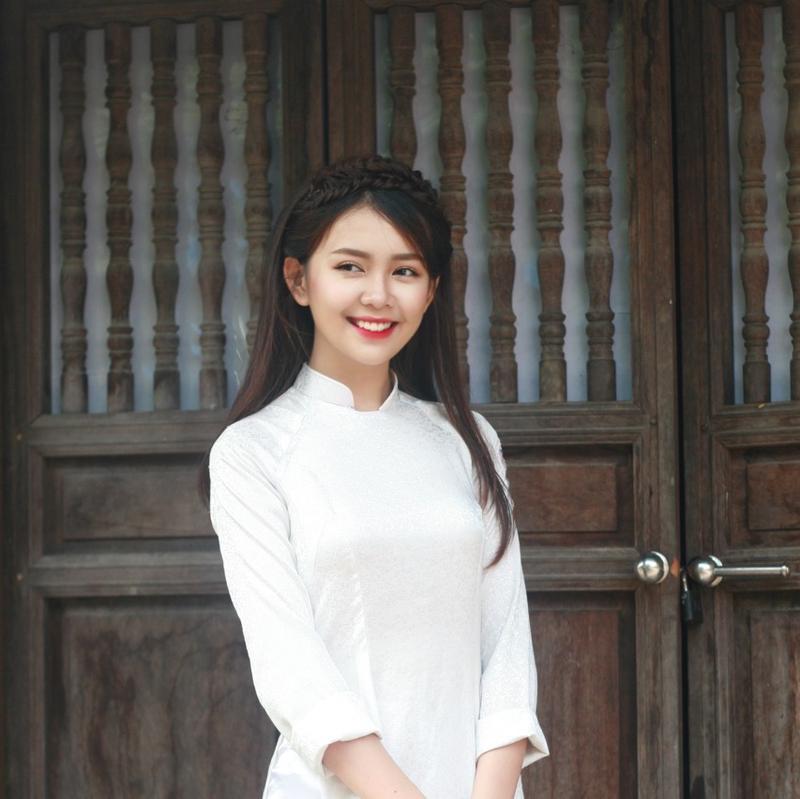 Bức ảnh Quỳnh Chi trên Fanpage của trường Quốc học Vinh - THPT Huỳnh Thúc Kháng
