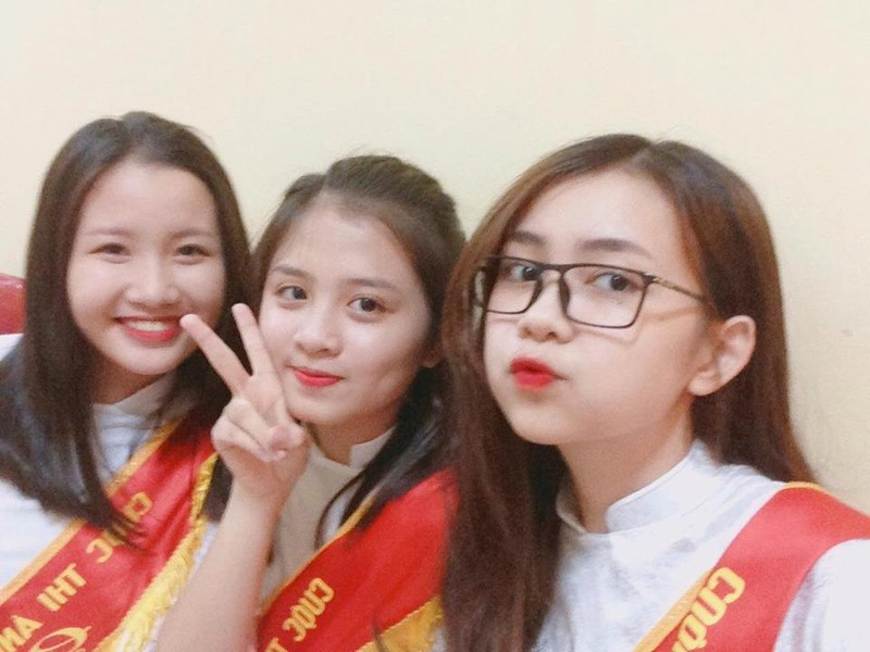 Quỳnh Chi cũng những người bạn chiến thắng trong Miss VOS 2016