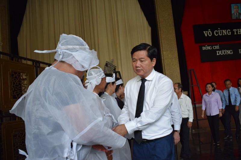 Dòng người xếp hàng viếng ông Dương Đình Thảo - ảnh 1